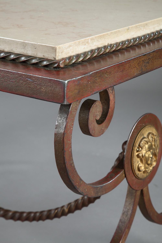 table basse en fer forgé et marbre dans le style de gilbert