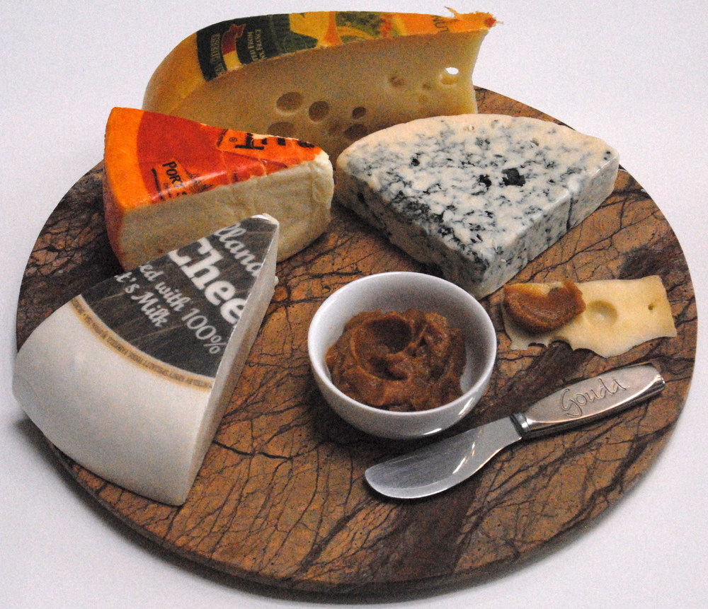 Cheese platter with Forte Orange date spread
