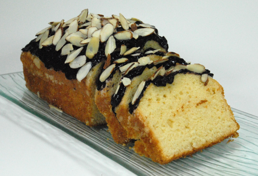 Pound cake with Forte Blueberry date spread