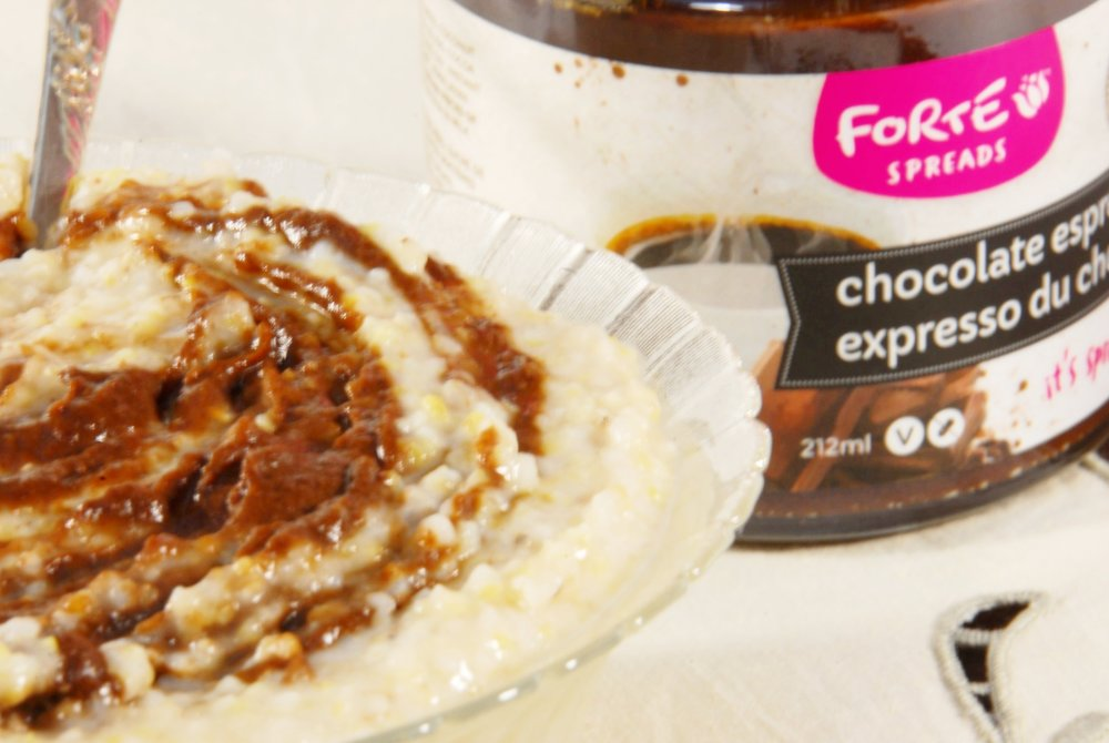 oatmeal with Forte chocolate fruit spread