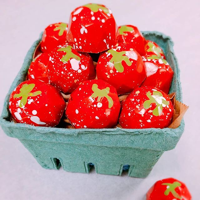 Think spring, with our strawberry ganache with a shot of balsamic syrup & crunchy chia! #Chocolate #Strawberry #Bonbon  #sweet #chocolaholic #chocolat #yum #chocolateaddict#dessetporn #nyc #dailyfoodfeed #yahoofeed#eastcoastfoodies #nycfat #eeeeeats#devourpower #foodbeast #eatupnewyork#foodbeast #foodgasm#thedailybite  #onthetable  #eatgood #forkyeah #pastrychef #tasty#f52grams #ediblemanhattan #nyceats