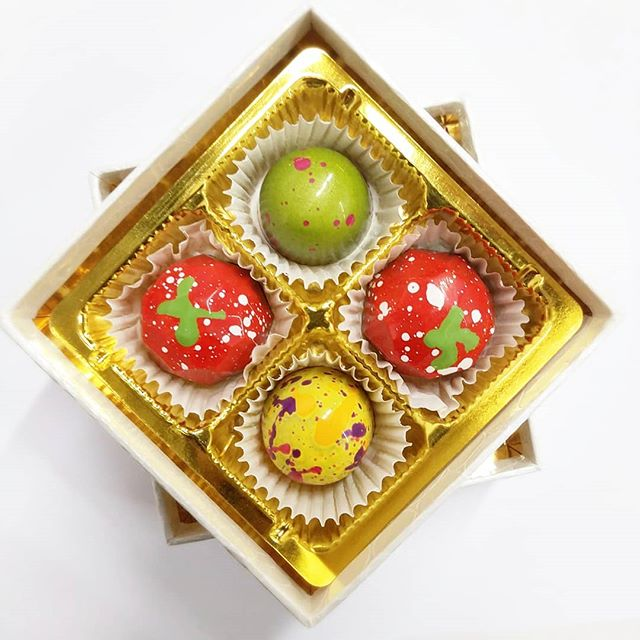 For a sunny Sunday...handpainted chocolate bonbons!! #Pistachio #Passionfruit #WildStrawberry #Chocolate #Bonbons #PartyFavor  #sweet #dessetporn #nyc #dailyfoodfeed #yahoofeed #eastcoastfoodies #nycfat #eeeeeats #devourpower #foodbeast #eatupnewyork #foodbeast #foodgasm #thedailybite  #chocolat