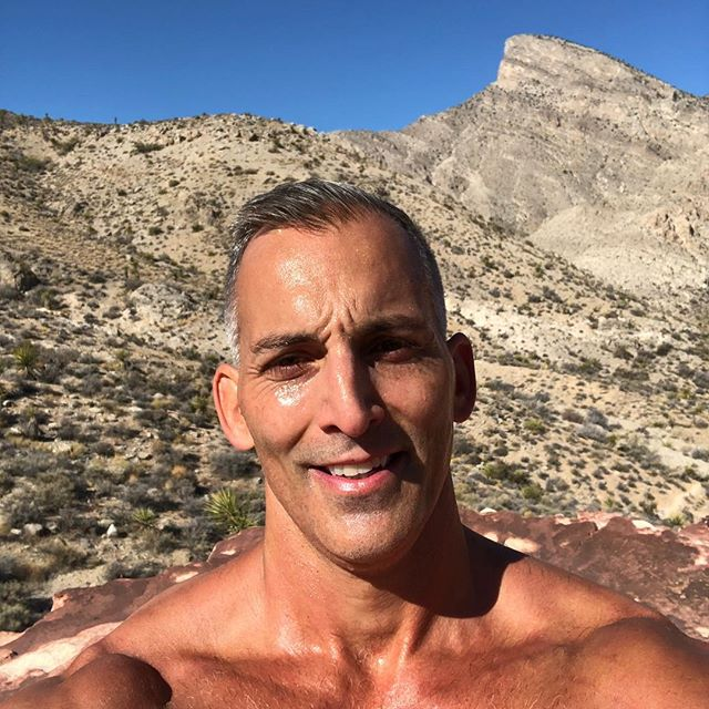Enjoying the Fall weather in Las Vegas. My favorite time of year to get out to Calico Basin for all the great trail running. #redrockcanyon #outdoors #nature #sunlight #trailrunning #hiking #lasvegas #meditation #garmininstinct