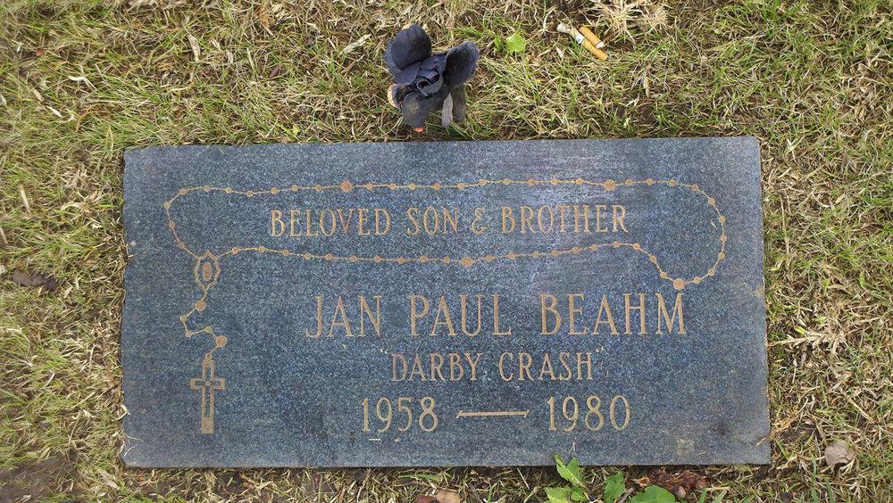 Darby_Crash's_grave.jpg