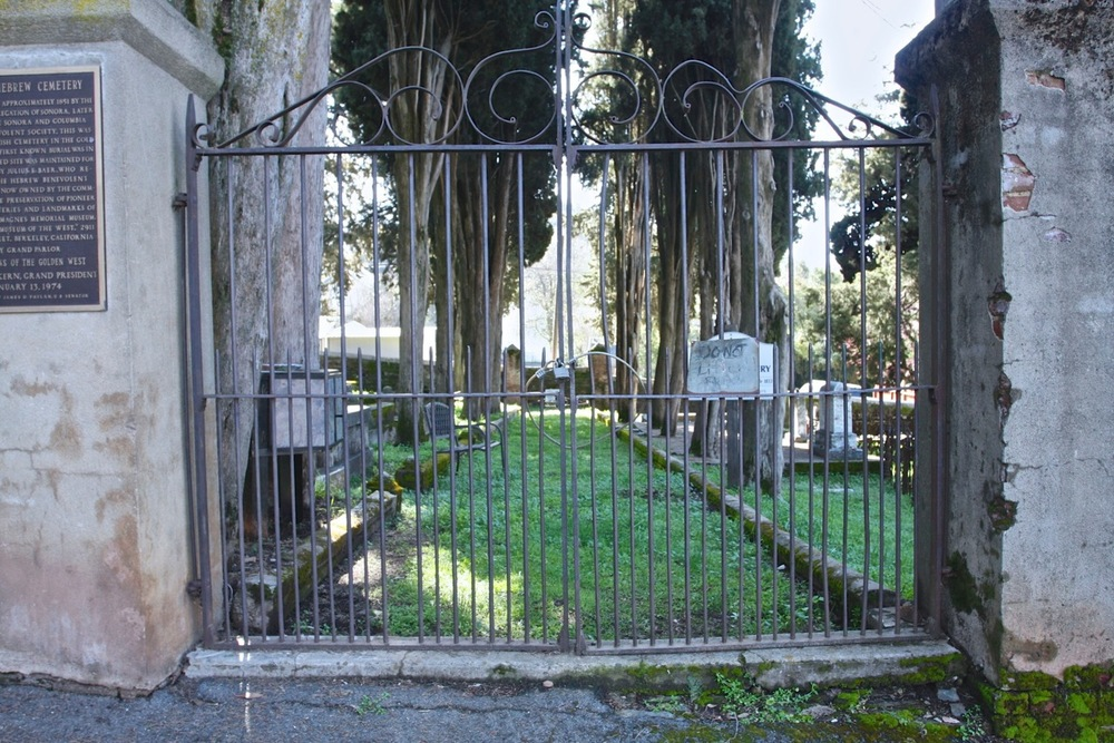 IMG7722 Sonora Cemetery 03082011.jpeg