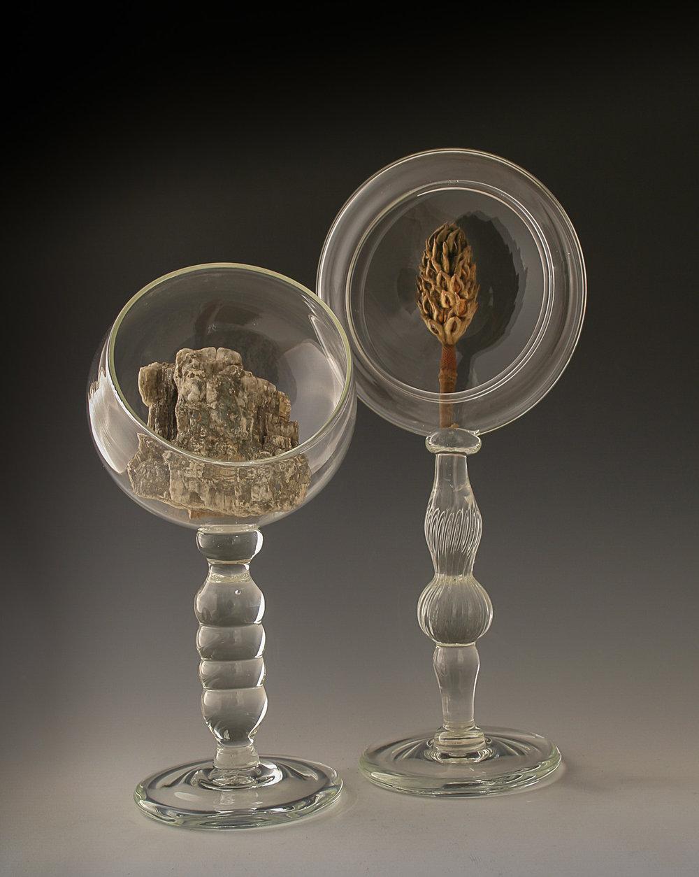 Globe and disk pedestal