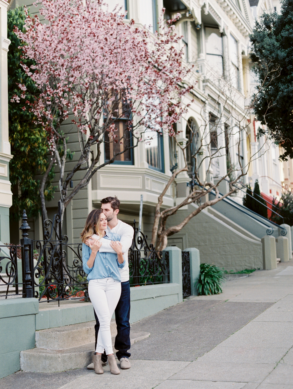 alamo-square-painted-ladies-san-francisco-engagement-photography