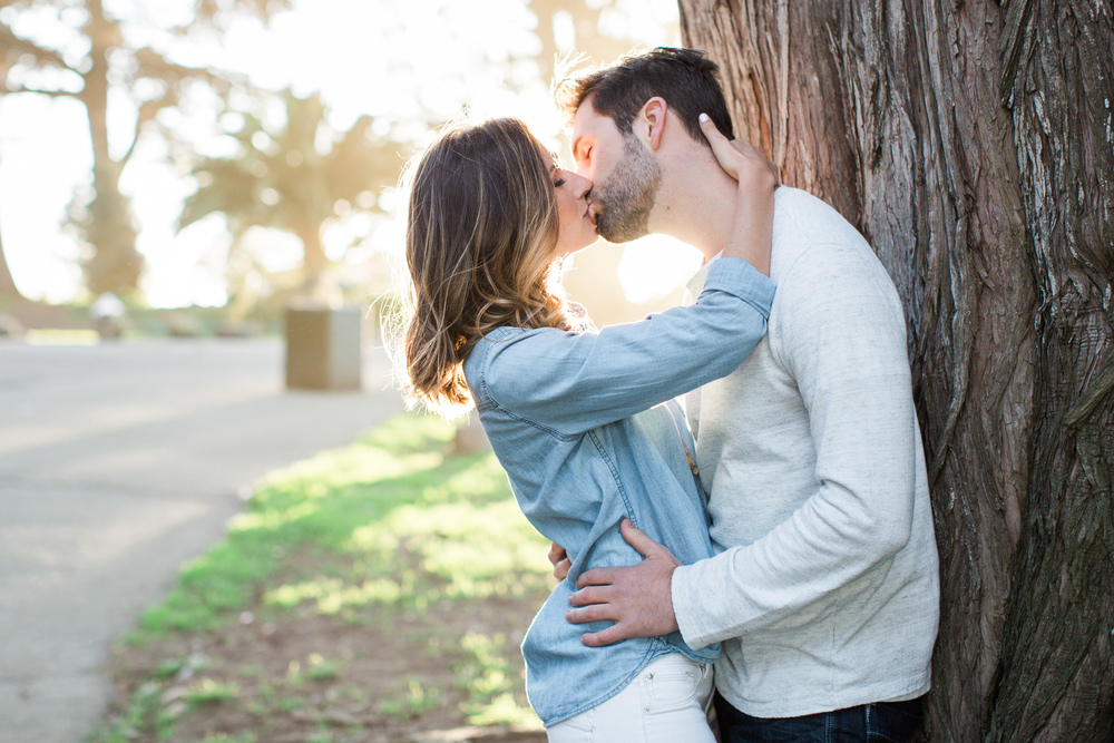 alamo-square-san-francisco-engagement-photography