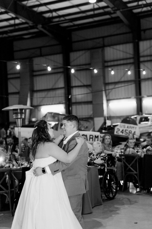 airport-hanger-wedding-at-attitude-aviation-in-livermore-102.jpg