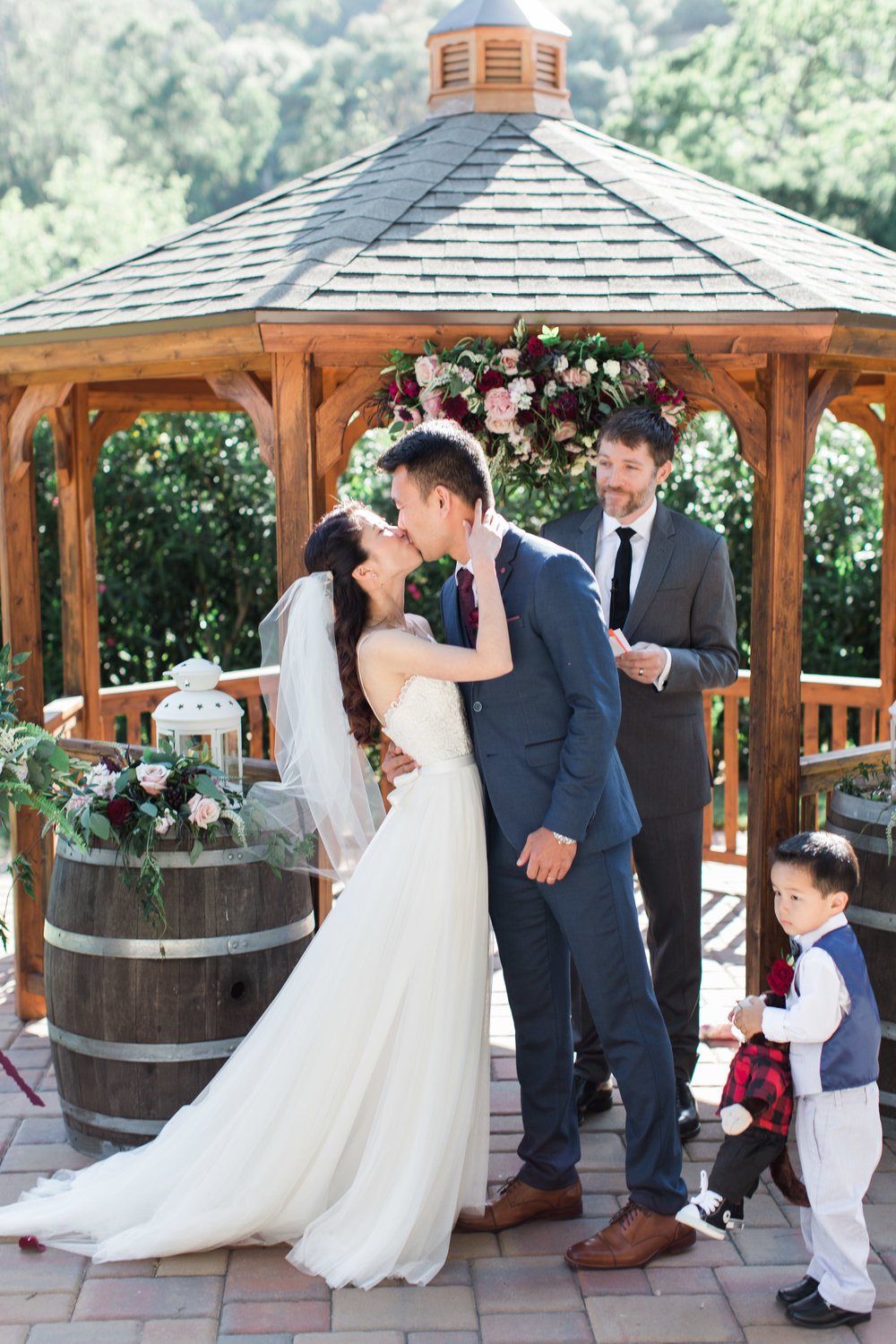 Romantic-wedding-Nella-Terra-Cellars-in-Sunol-California-22.jpg