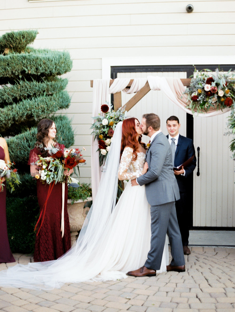 fall-inspired-wedding-at-scribner-bend-vineyards-in-sacramento-california-1-10.jpg