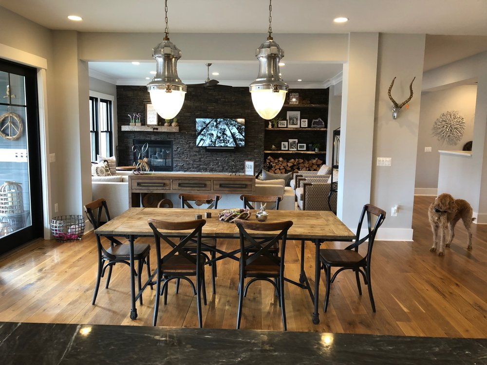 Casual dinning area in between the family room and the main kitchen.