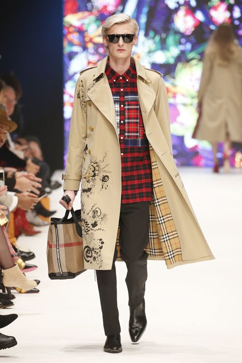 Flemming in Burberry für Breuninger Platform Fashion Laufsteg-Show; Foto: Sebastian Reuter, Getty Images für Platform Fashion