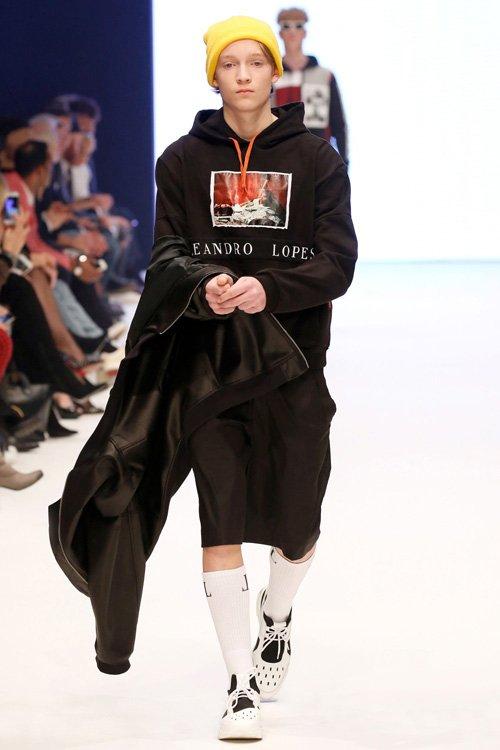 Fynn Lucas @ DOPAMIN for Leandro Lopes runway show, Photo: Sebastian Reuter, Getty Images for Platform Fashion