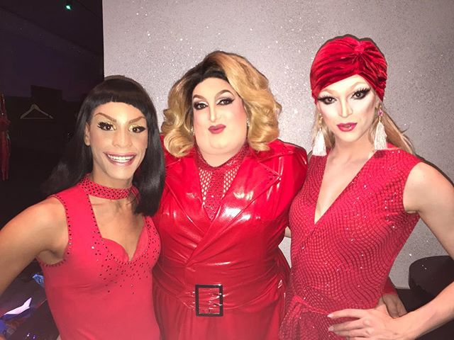 Reunited with my girls tonight as we are ready to turn it at @divaroyaleusa tonight. Grab some last minute tickets at dragqueenshow.com now and join us! #MaciSumcox #ParodyPrincess #Sumthings #TeaSippingQueen #Sumhunks #LocalQueen #British #Drag #Parody #NYC #London #Fabulous #Diva #Impersonator #Makeup #AdeleImpersonator #BigGurl #FollowMe #Beautiful #Happy #PicOfTheDay #Instadaily #Fun #DragQueensNYC #LGBT #Gay