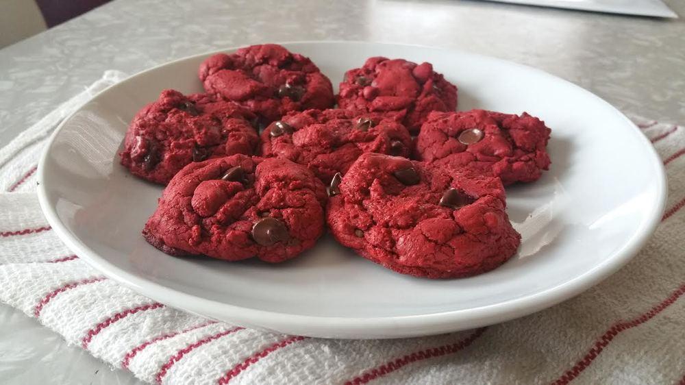 Red Velvet Cookies - The Peachy Pixel