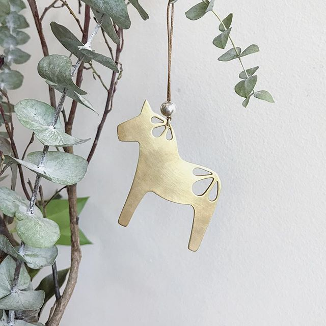 Dala Horse 🇩🇰 This gold plated brass beauty was designed in homage to my Scandinavian heritage. Come by the holiday shopping event @bungalow968 Nov 14-15 to shop for a hand crafted gift! . . . . . #dalahorse #holidayornament #christmasornament #danish #handmadegifts #metalsmith #holidaydecor #brass #goldplated