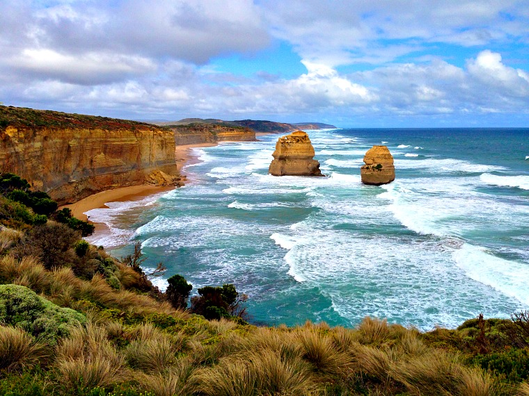 MUST credit Tamara Elliott.Globe Guide when using australia-great-ocean-road-apostles-1.jpg