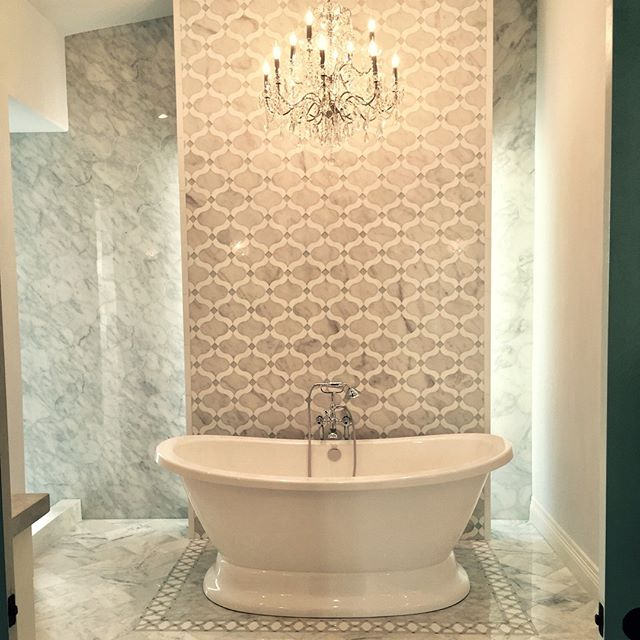 I would feel so glamorous in this bath. Relaxing in some glitz and glam!