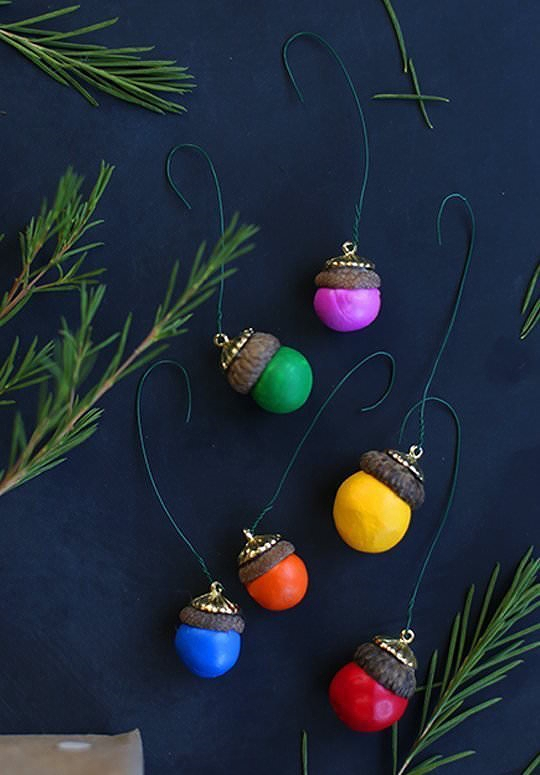 15-bright-colorful-DIY-ornaments-for-your-tree