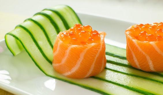 cucumber-salmon-sushi