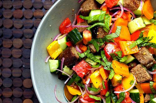 summer-panzanella-salad