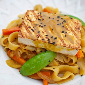 Thai Curry Turmeric Rice Noodles w/ Grilled Tofu