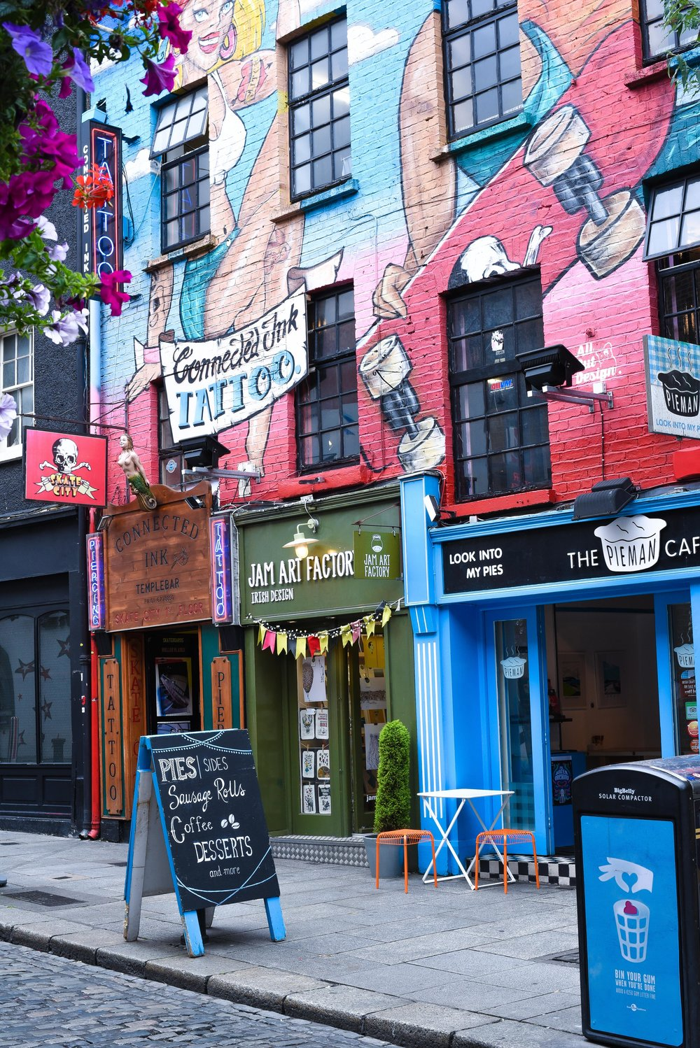 The colourful sights of Temple Bar – Dubbers eat your heart out.