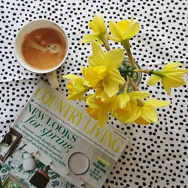 Hot coffee and daffs to cheer up this grey Saturday morning 💛 Mr L is entertaining her ladyship with a few books so I have snuck upstairs to start the horrendous job of sorting out the spare room of DOOM. Currently standing here wondering how it has become s o o o full of clutter again, to be fair although we are really tidy people I have tended to just shove stuff in the door when it needs hiding, kind of like an indoor garage 😲 It's basically like a scene from the hoarder next door meets baby jumble sale 🙈 . . Anyway, hope your weekend is much more sophisticated and fabulous. Wish me luck, I'm diving in... 😖 . . #daffodils #springmornings #saturday #instacoffee #coffeevibes #freshflowers