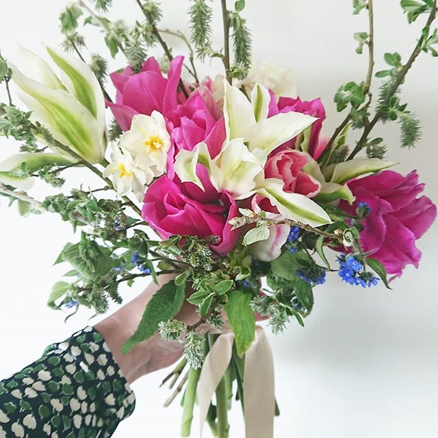 Spring blooms from @flolacy 's gorgeous garden 🌸💕 So relieved for Friday and no plans except to catch up on chores after an action packed week or so. It's been pretty exciting compared to our usual routine - a trip away, two weddings, a jaunt to pretty Leamington Spa... and another road trip to Staffordshire yesterday! . . So yes, today I shall be catching up on all the laundry, cleaning and some garden jobs if the weather stays fine {doubtful}. And possibly scoffing some of my daughter's Easter eggs. She tried chocolate over the weekend and didn't seem bothered, so I take that as permission for me to direct her egg population towards my face 🥚 Happy Friday to you! . . . . . #tulipbouquet #bridalbouquet #freshlypickedflowers #loveislove #weddingdayflowers #simplewedding