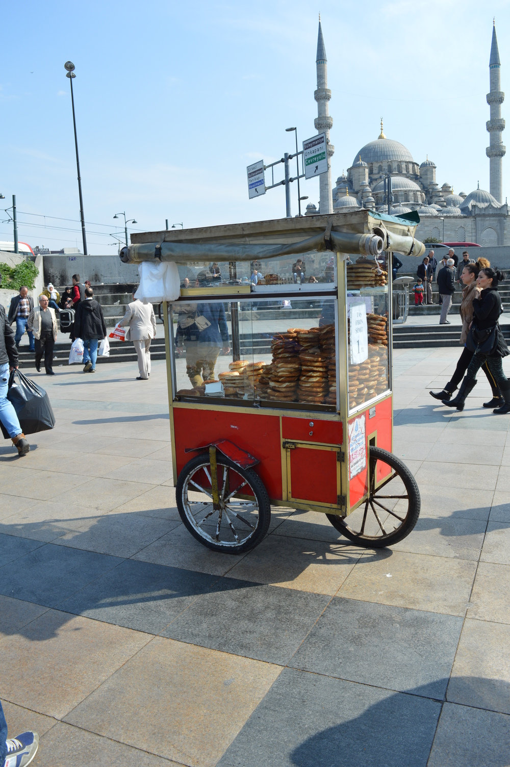 This is a little simit cart near the docks.  There's a touch of Wes Anderson about them, don't you think?