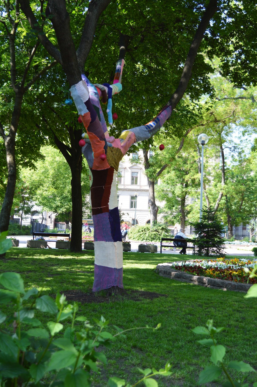 Yarnbombing in a park near our hotel