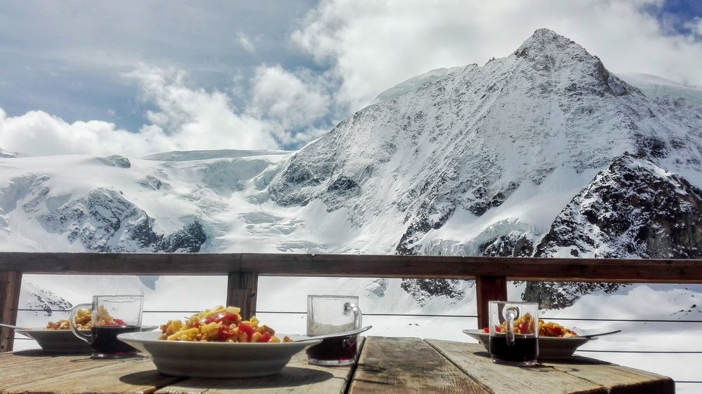 Lunch with a view and a glass of wine. Photo by  Maarten Camerlynck .
