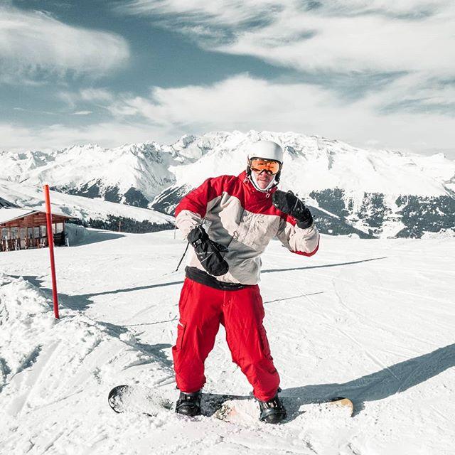 Herzlich Willkommen zu der Show die sich Leben nennt! #bros __________________________________________  #macsArt #ski #snowboarding #sky #snow #blue #white #fun #passion #sport #bestfriends #love #bro #graubuenden #switzerland #swisstourism #landscape #freedom #red #mountains #naturelover #nature #funny #living #photooftheday