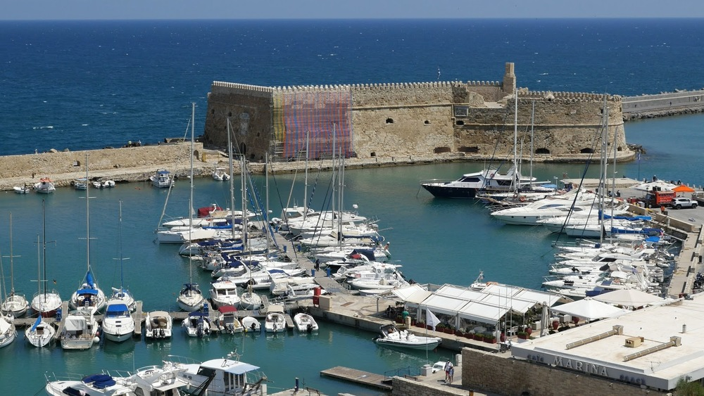 Greece Crete Heraklion Harbor And Fort In Morning◹