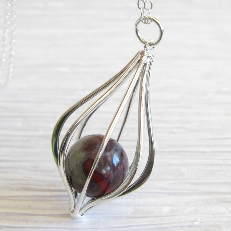 DIY Cracked Marble Jewelry - http://jewelry.linke.rs/necklaces/diy ...