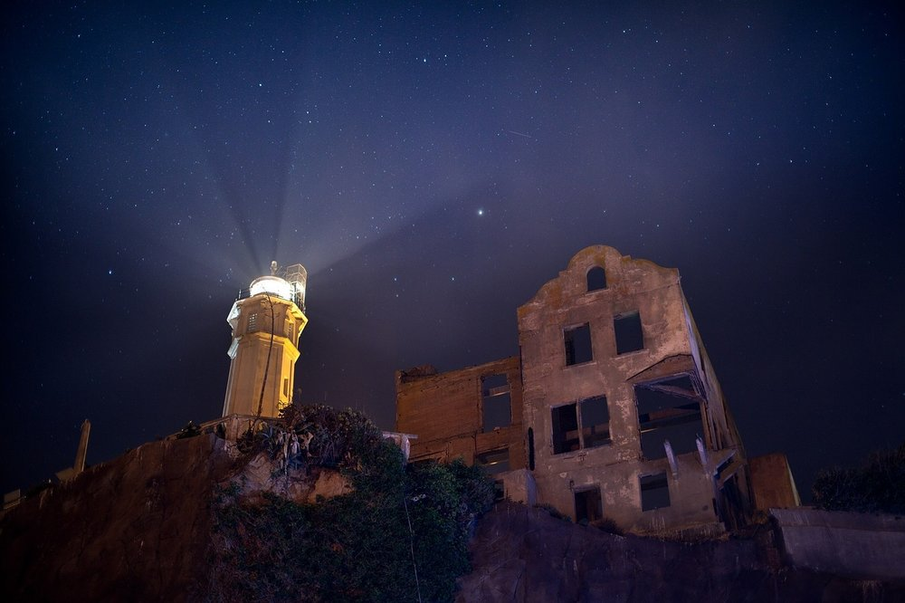 alcatraz-lighthouse-1247147_1280-1.jpg