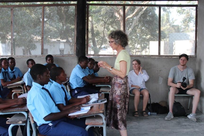 Teaching demonstration English lessons - Lyn Bewley