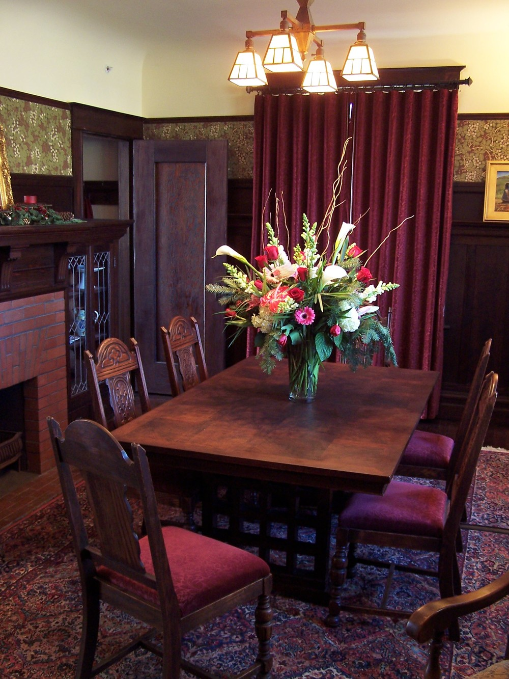 Dining Room-flowers.JPG