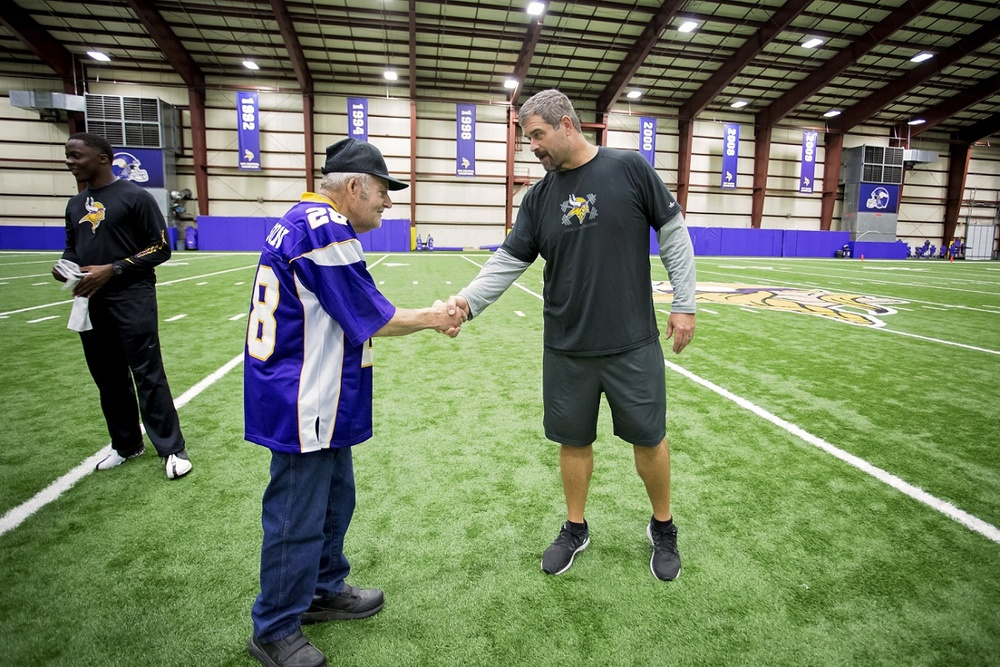 Ford meets former NFL player turned Vikings Offensive Line Coach, Jeff Davidson.