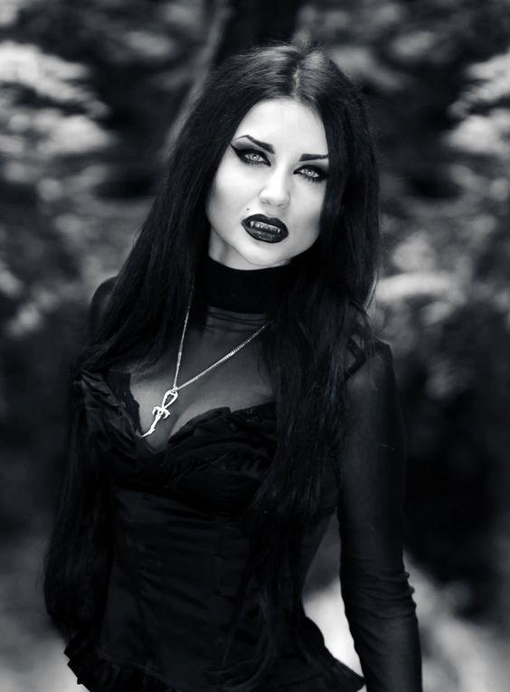 b53a5fcbb568c700b755cdfa18b5c3f6--sexy-vampire-vampire-girls.jpg