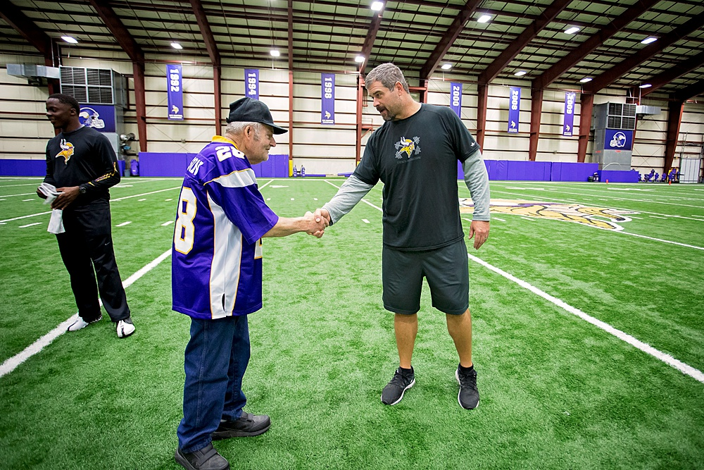 Meeting NFL player turned Vikings Offensive Line Coach, Jeff Davidson.
