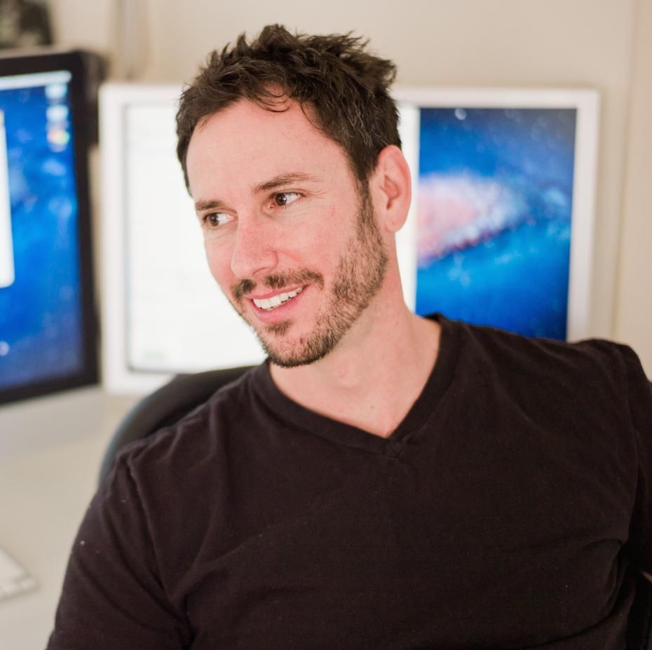 Elijah Szasz, Digital Advisor, Content Contributor