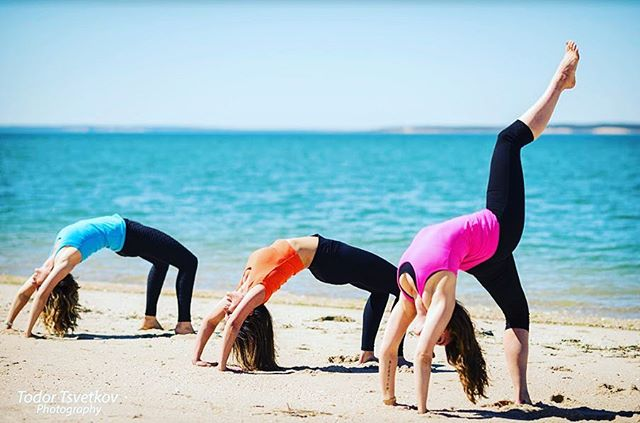 Join all three of your @hamptonswellnessonwheels girls tomorrow morning over at Long Beach in Sag Harbor for our second Pop-Up Workout of the season! We will start with some Functional Movement lead by @saralicious_fitness, follow up with High Intensity Training by @sabrinatm & cool down with some Yoga lead by yours truly! Only $20 to join the fun! Please bring your own yoga mat or towel & we'll see you on the beach! 💕✨ #Hamptonswellness #HWOW #Eastendyoga #Eastendfitness #Fitspo #Urdhvadhanurasana #Wheelpose #Backbends #Yoga #Yogi #Yogaeverydamnday #Practice #Strength #Balance #Namaste #Vibehigher #Connect #Getlifted #Transcend #Beachyoga #Beachworkout #Fitchicks #Ladybosses #Friendswhoinspire
