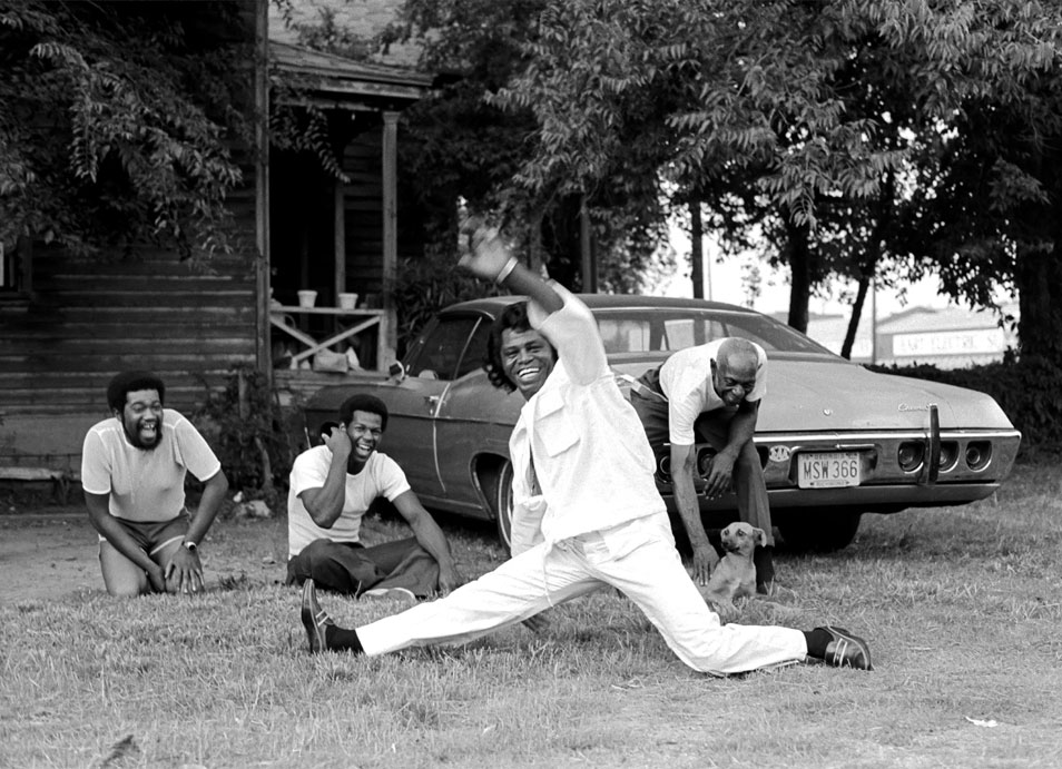 james-brown-harry-benson.jpg