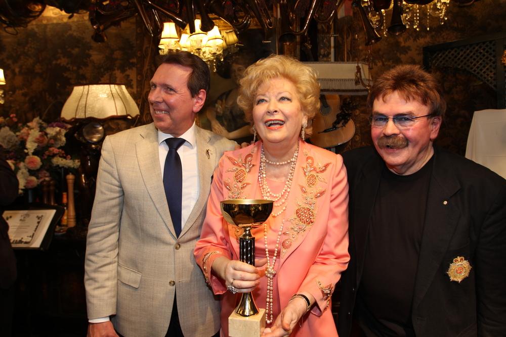 Präsident Prof. Mag. Peter Widholz, Honorarvizekonsulin Birgit Sarata und Marchfelderhof-Boss Gerhard Bocek (Foto: Rudi Meidl/Marchfelderhof)