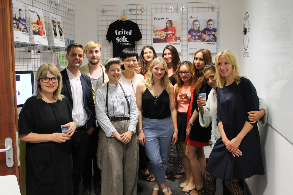 Group shot : students with the teaching team from Fashion Marketing / Management