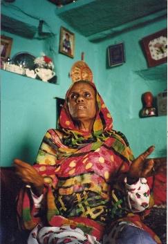 Zaineba Abibekir Deremo telling a story in Harar