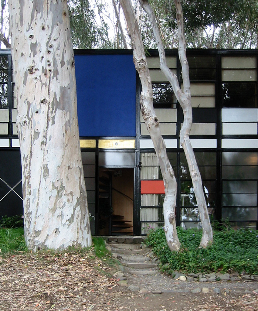 Eames_house_entry.jpg