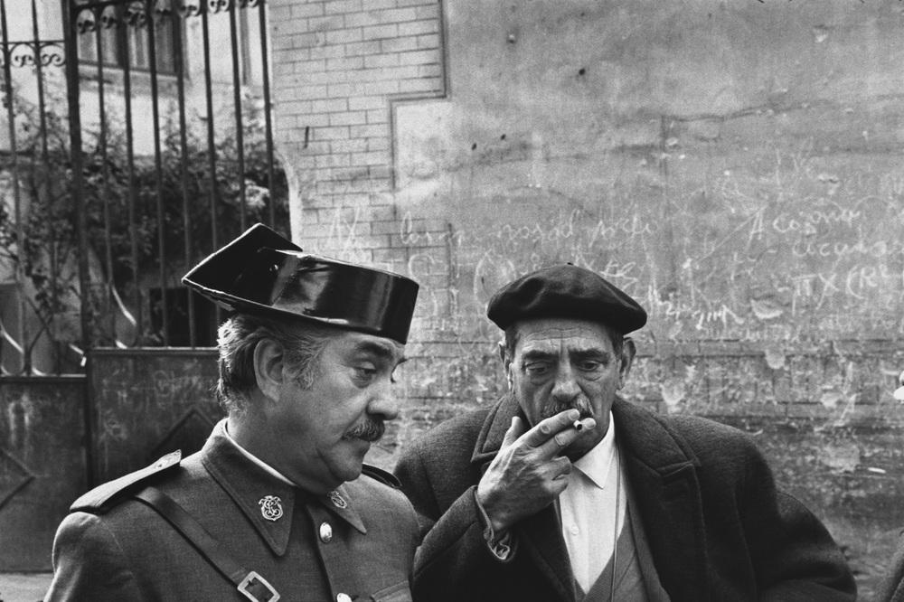 Mary-Ellen-Mark.-Luis-Buñuel-en-el-set-de-rodaje-de-Tristana-en-Toledo-1969..jpg